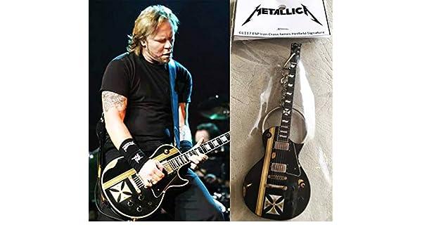 Llavero de hierro con cruz de James Hetfield Metallica