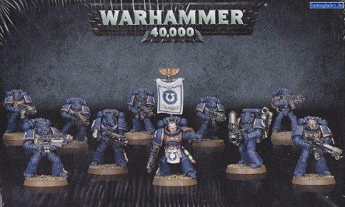 Warhammer 40K space marines tactical squad boltguns