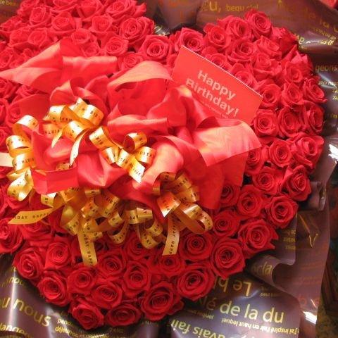 ホワイトデー 花 フラワーギフト プレゼント ハート プリザーブドフラワー 赤バラ 100輪 ハート ◆誕生日プレゼント記念日の贈り物におすすめのフラワーギフト B00HWVQNPG