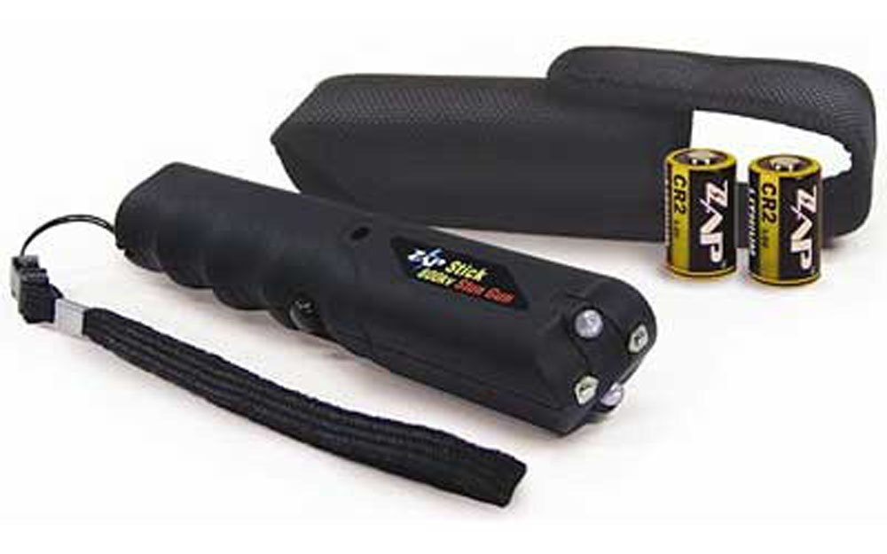 Stun Gun 800,000K Volt With Flashlight Black Kit