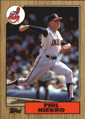 1987 Topps Tiffany Baseball Card #694 Phil Niekro
