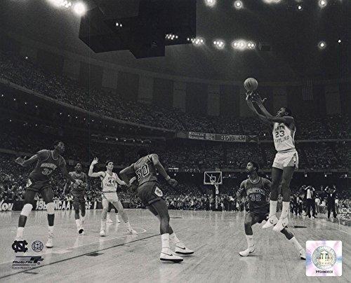 Michael Jordan University of North Carolina Game Winning Basket in The 1982 NCAA Finals Against Georgetown Horizontal Action Art Print, 10 x 8 inches