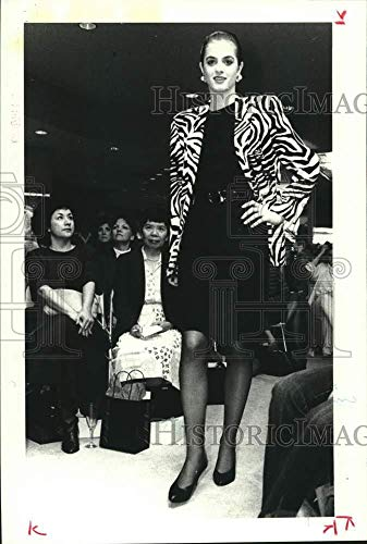 (1989 Press Photo Model at Houston's Saks Fifth Avenue wears Liz Claiborne jacket)