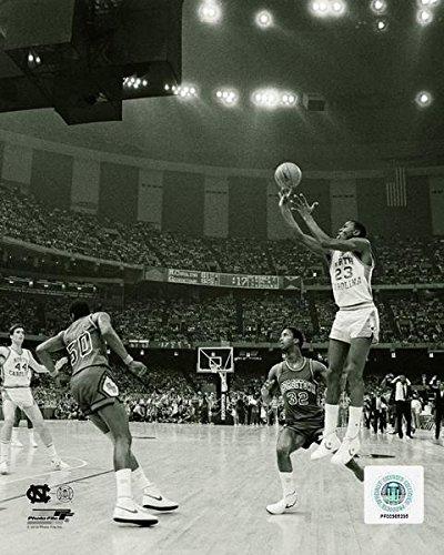 マイケルジョーダンNorth Carolina Tar HeelsゲームWinning Shot 1982アクション写真(サイズ: 11