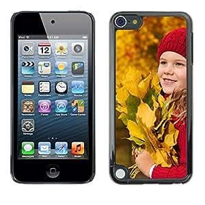 FECELL CITY // Duro Aluminio Pegatina PC Caso decorativo Funda Carcasa de Protección para Apple iPod Touch 5 // Baby Autumn Kid Baby Leaves Riding