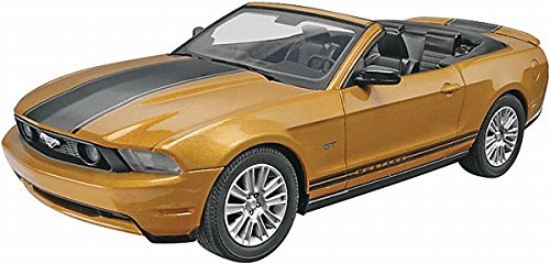 Ford Mustang Convertible Plastic Model Kit ()