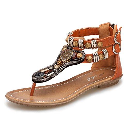 Sandalias planas de tacón bajo y pies Brown