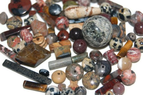 1 Pound Mixed Gemstone Beads Sizes Vary From 3mm- 50mm mix/At Least 2 Focal Stones Per Box ()
