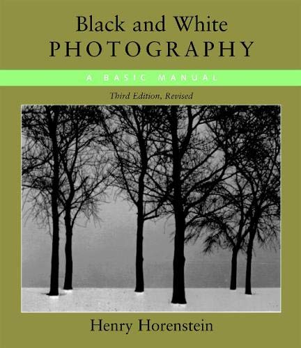 BLACK & WHITE PHOTOGRAPHY is a comprehensive instructional book that covers every element of photography. Henry Horenstein's books have been widely used at leading universities, including Parsons School of Design, Harvard, Yale, Princeton, and MI...