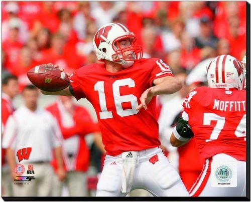 Wisconsin Badgers Scott Tolzien 2009 Action 40x50 Stretched Canvas by Biggsports