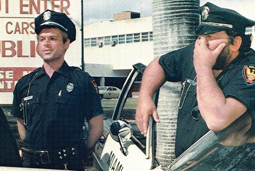 terence-hill-and-bud-spencer-in-crime-busters-crime-busters-by-police-car-24x36-poster