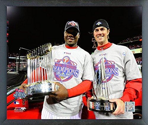 Ryan Howard & Cole Hamels Philadelphia Phillies MLB World Series Trophy Photo (Size: 12