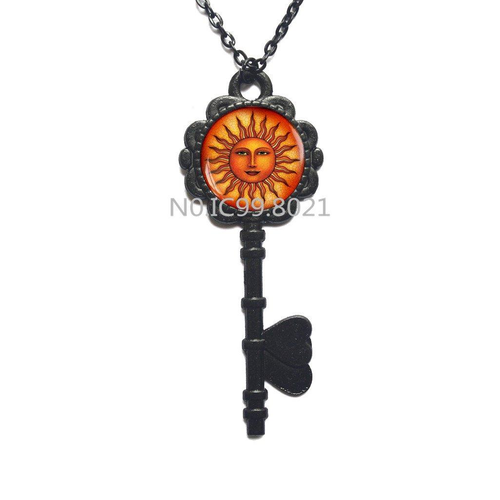 Amazon.com: Collar con llave solar, joyería medieval para ...