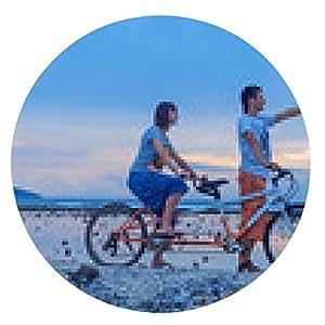 alfombrilla de ratón pareja joven que monta en la bicicleta en la playa - ronda - 20cm