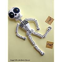Esqueleto de trapo tipo artesanal diseñado, elaborado y pintado a mano.