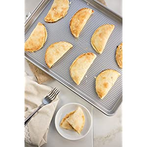 USA Pan Bakeware Aluminized Steel 6 Piece Set, Cookie Sheet, Half Sheet, Loaf Pan, Rectangular Pan, Square Cake Pan, 12 Cup Muffin Pan 51IaD9ImMdL
