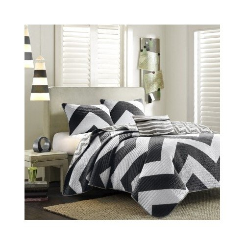 Reversible Modern Black White Chevron Quilt Bedding Set with Shams and Scented Candle Tarts (full/queen) (Black Striped Candle)
