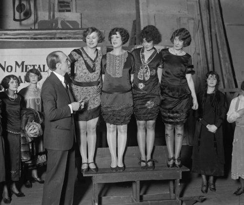 1925 Photo Earl Carrol Picking Beauties For Vanities  1 23 25 Vintage Black   G7