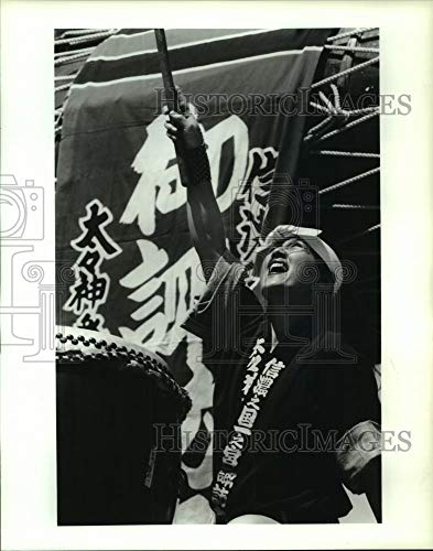 Vintage Photos 1991 Press Photo Member of Osuna Daiko Drum Group Performs at Houston Festival