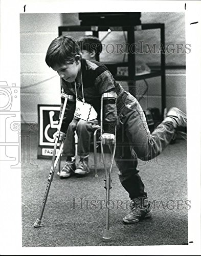 Vintage Photos 1989 Press Photo Ryan Blair Trying to Turn on His Crutches - cva92693 - Historic Images