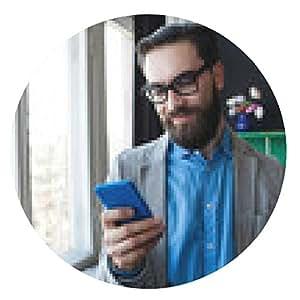 alfombrilla de ratón Hombre de negocios en vasos con smartphone a través de la mujer que trabaja en el CCB - ronda - 20cm