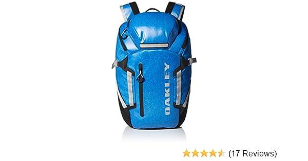 Amazon.com  Oakley Men s Voyage 25 Backpack  Clothing fdf4f75c1b
