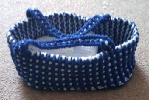 - Knitted Dolly Carry Cot. ssk pattern