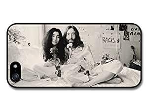 AMAF ? Accessories John Lennon And Yoko Ono Black and white Sitting on Bed Smiling with Flowers case for iPhone 5 5S