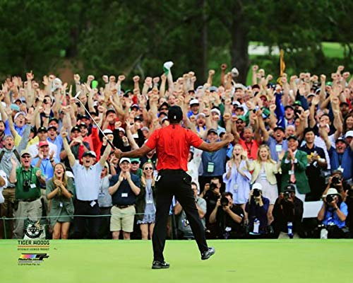 Tiger Woods Celebrates With the Crowd As He Wins The 2019 Masters!, 8x10 Photo Picture