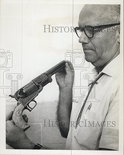 Vintage Photos 1965 Press Photo James E. Pollard, Deland, FL with a Colt Dragoon made 1847