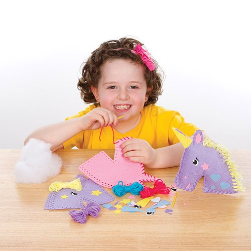 Baker Ross Kits de Couture Coussins Licornes en Feutre que les Enfants pourront Fabriquer et Décorer pendant leurs Loisirs Créatifs de l'Été, puis Exposer (Lot de 2)