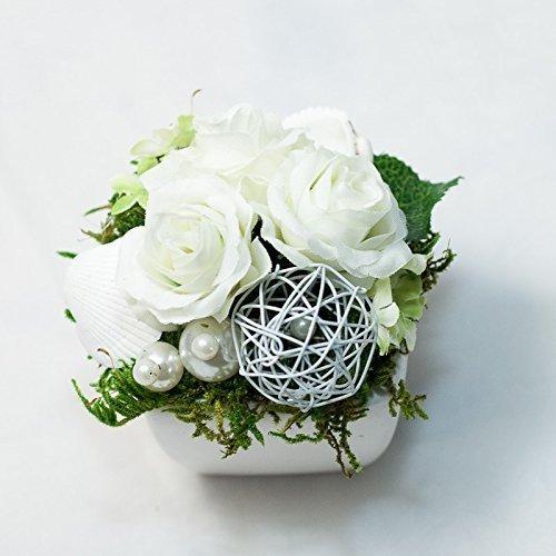 Kleines Weisses Tischgesteck Mit Weissen Roschen Tischdeko Gesteck Mit
