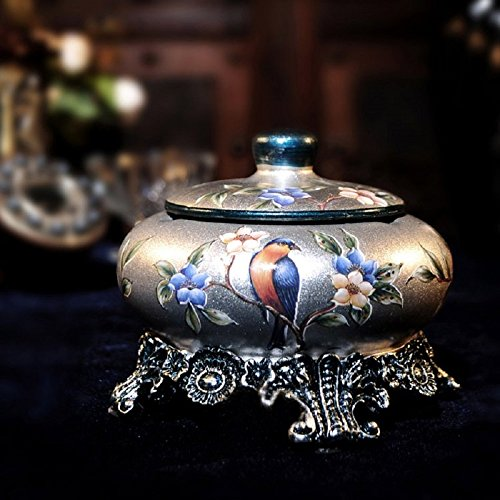 Europäische klassische Aschenbecher Ornamente Wohnaccessoires Königin geschickt Deckel ihrem Freund Ehemann Retro-Mode-Aschenbecher aus Keramik