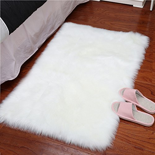 YJ.GWL Super Soft Faux Sheepskin Fur Area Rugs for Bedroom Floor Shaggy Plush Carpet White Faux Fur Rug Bedside Rugs, 2 x 3 Feet Rectangle (White Soft Super Rug)