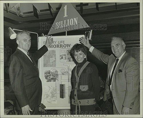1970 Press Photo John Joanis, Vern Holmes & Doris Ayers at Stevens Point office