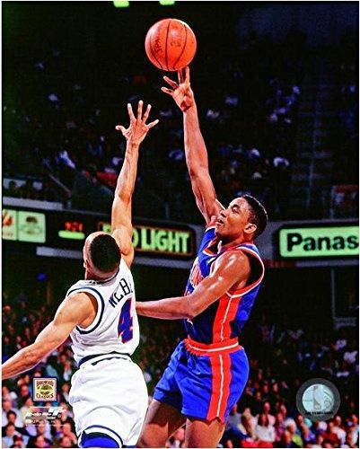 Isiah Thomas Detroit Pistons NBA Action Photo (Size: 20