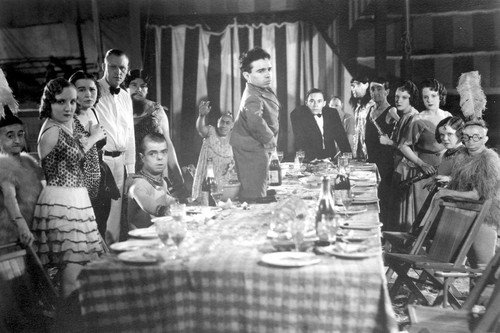freaks-cast-around-dinner-table-24x36-movie-poster-1932-tod-browning-classic