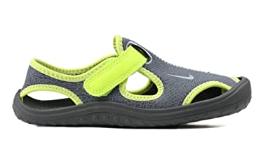 470bacd855e00 Image Unavailable. Image not available for. Color: Nike Boys Sunray Protect  ...