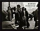 Robert Doisneau Poster Art Print and Frame (MDF) Black - Le Baiser De L'Hotel De Ville Paris (32 x 24 inches)