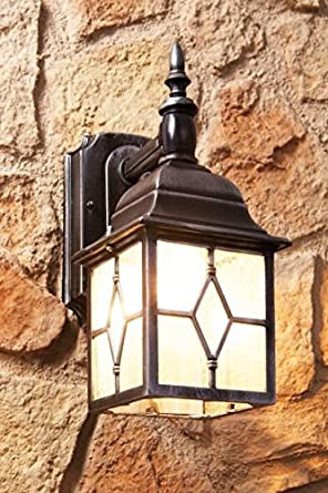 Antique style outdoor garden wall light with motion for Lampadaire exterieur ancien