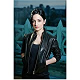 The Good Wife Archie Panjabi Kalinda Sharma hands in pockets 8 x 10 Inch Photo