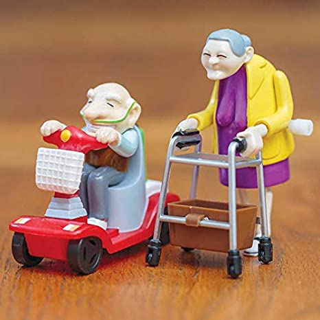 Amazon.com: Racing abuela & Abuelo Pack: Toys & Games