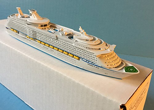 voyager-of-the-seas-royal-caribbean-cruise-ship-model-in-scale-11250-souvenir-series