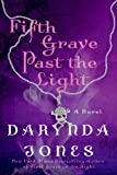 """Fifth Grave Past the Light"" av Darynda Jones"