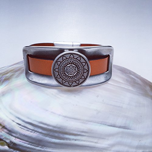 Sundial Leather Cuff Bracelet (Dial Jewelry Clasp)