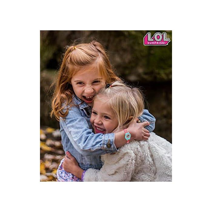 51JP3zEHv8L CON TUS MUÑECAS FAVORITAS: Este reloj de las muñecas LOL Surprise tiene las imagines de las muñecas favoritas de tu hija, incluso Queen Bee, Merbaby, MC Swag y Fancy CAJA REUTILIZABLE: Nuestro reloj de las LOL glam glitter está en una caja que puede ser reutilizada como alcancía o como caja para las joyas de tu hija EDICIÓN LIMITADA: Solo tenemos un número limitado de piezas de estos reloj infantil Lol Surprise Dolls, ordene ahora para evitar decepciones. Solo 1 compra por cliente