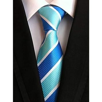 Traje azul corbata roja