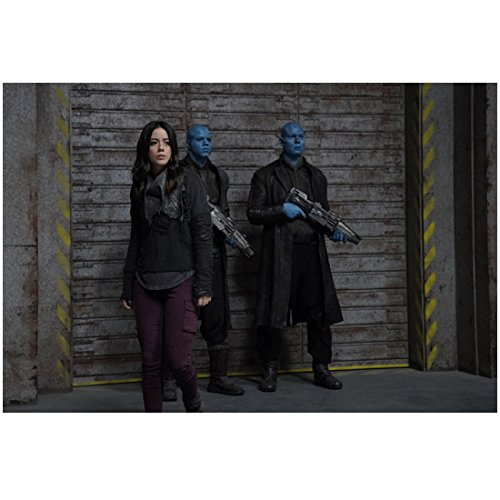 Agents of S.H.I.E.L.D. Chloe Bennet as Skye inside bay door with two armed aliens 8 x 10 Inch -