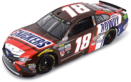 usch #18 Snickers 2017 Toyota Camry 1:24 Scale ARC Diecast Car ()