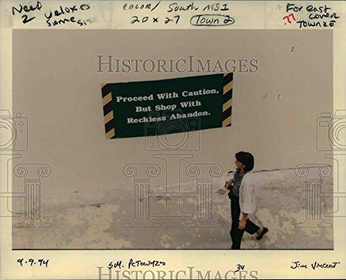 1994 Press Photo Clackamas Town Center Shopping Center caution sign - - Town Center Clackamas